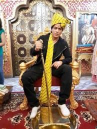 لنچ کے بعد شاہ رخ خان ہوٹل سے باہر آئے۔ اس دوران ان کے مداح کافی تعداد میں ہوٹل کے باہر جمع ہو گئے اور اپنے اسٹار کی ایک جھلک حاصل کرنے کے لئے بےتاب  نظر آئے۔ انہوں نے بھی اپنے مداح کا شکریہ کیا ۔