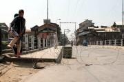 دفعہ 35 اے کے خلاف مبینہ سازشیں: کشمیر میں ہڑتال، سری نگر میں کرفیو جیسی پابندیاں