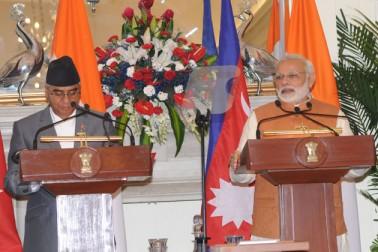ہند اور نیپال نے اپنی صدیوں کی دوستی کو پروان چڑھانے کا آج عہد کیا اور زیر التواء پن بجلی اور کنیکٹوٹی منصوبوں کے نفاذ میں تیزی لانے کا فیصلہ کیا۔ وزیر اعظم نریندر مودی اور ہندوستان کے پانچ دن کے دورے پر آنے والے نیپال کے وزیر اعظم شیر بہادر دیوبا کے درمیان یہاں حیدرآباد ہاؤس میں ہونے والی وفد کی سطح کی میٹنگ میں یہ فیصلے کئے گئے۔