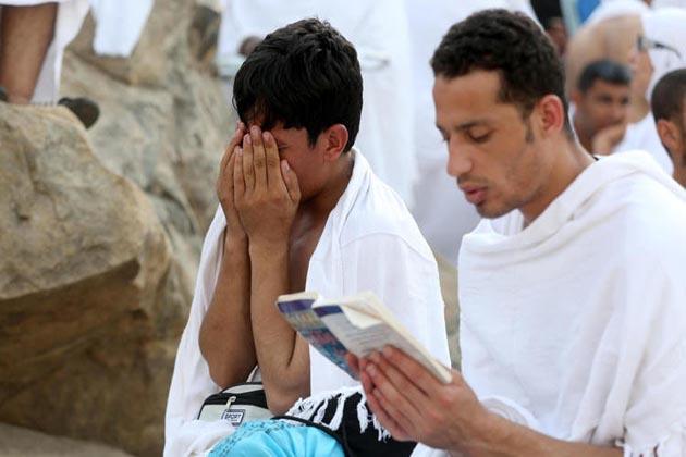 میدان عرفات میں واقع مسجد نمرہ میں ظہر اور عصر کی نماز ایک ساتھ ادا کریں گے ۔ اس موقع پر امام خطبہ دیں گے۔