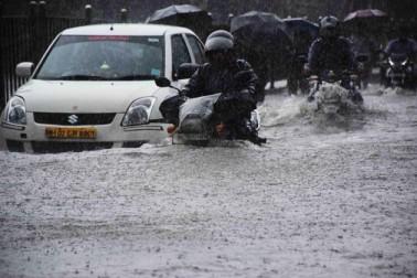 محکمہ موسمیات کے مطابق قلابہ میں 151ملی میٹر اور سانتاکروز میں 88.4ملی میٹر بارش ریکارڈ کی گئی ہے۔