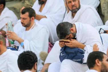 عازمین یہیں سے شیطان کو مارنے کے لئے کنکریاں بھی اکٹھا کریں گے۔ وہ فجر کی نماز کے بعد منی کے روانہ ہوں گے۔