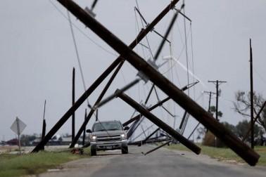 طوفان کے باعث گذشتہ جمعے سے جاری بارشوں کی وجہ سے شہر کے بیشتر حصے زیر آب آگئے ہیں اور اطلاعات کے مطابق اب تک 15 افراد کی موت ہو چکی ہے۔