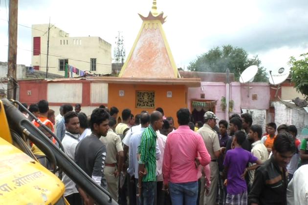اورنگ آباد میونسپل کارپوریشن کی انہدامی کارروائیاں جاری ہیں۔ اب تک 30 سے زائد مذہبی مقامات کو منہدم کیا جاچکا ہے ، جن میں زیادہ تر چھوٹے مندر آستانے اور چھلے شامل ہیں ۔