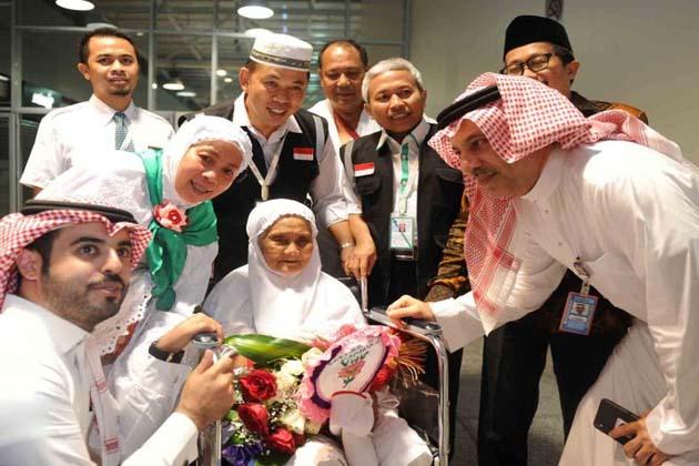 سعودی سرکاری خبر رساں ایجنسی  ایس پی اے کے مطابق رواں سال فریضہ حج کی ادائیگی کے لیے انڈونیشیا کی 104 سالہ معمر ترین خاتون ہفتے کے روز سعودی عرب پہنچ گئیں۔