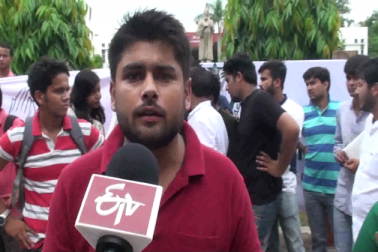 طلبہ و طالبات کافی پریشان ہیں اور وہ دیگر اداروں میں داخلہ لینے سے محروم ہیں ۔