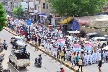اس موقع پر ملک کے تمام بڑے شہروں دہلی ، ممبئی ، بنگلور، چپنی، حیدرآباد، کلکتہ ، پونے ، لکھنو، گوہاٹی ، امپھال وغیرہ میں بھی ہزاروں مظاہرین نے پر امن طریقے سے مارچ کیا اور پلے کارڈ کے ذریعہ اپنے احساسات دنیا تک پہنچائے ۔ گلبرگہ سے لے کر گوہاٹی تک ہر طرف انسانوں کا بھیڑ سڑک پر امنڈآیا ۔