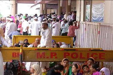 مدھیہ پردیش میں عازمین حج کی پرواز کل سے شروع ہوگی اورہر روزدو فلائٹ کےذریعہ عازمین حج کو بھوپال سے جدہ کے لئے روانہ کیا جائے گا۔
