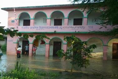 اورائی بلاک کے درجنوں گاؤں میں سیلاب سے تباہی، سوشل میڈیا کے ذریعہ مدد کی اپیل