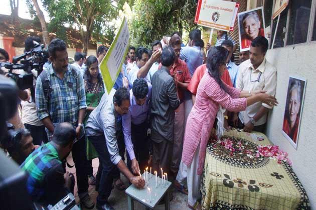 راجدھانی میں انڈیا گیٹ پر بھی اس واقعہ کے خلاف کینڈل مارچ نکالا گیا، جس میں سول سوسائٹی کے لوگوں نے حصہ لیا۔