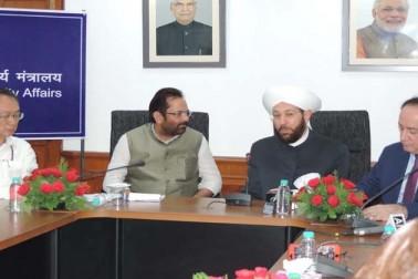 اقلیتی امور کے مرکزی وزیر مختار عباس نقوی نے آج کہا کہ اسلام کو حفاظتی ڈھال بنا کر دہشت گردی کا شیطانی کھیل کھیلنے والے عناصر اسلام اور انسانیت دونوں کے دشمن ہیں۔ مسٹر نقوی نے یہاں شام کے مفتی اعظم ڈاکٹر احمد بدرالدین حسون سے ملاقات میں کہا کہ مسلم کمیونٹی سمیت ہندوستان کے ہر طبقے نے ایسی شیطانی طاقتوں کے منصوبوں کو ناکام کرنے میں اہم کردار ادا کیا ہے۔