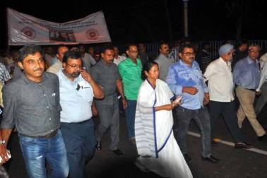 بھارتیہ جنتا پارٹی نے بھی واقعہ کی سخت مذمت کی ہے اور کہا ہے کہ قصورواروں کا پتہ لگا کر انہیں سخت سزا دی جانی چاہئے۔
