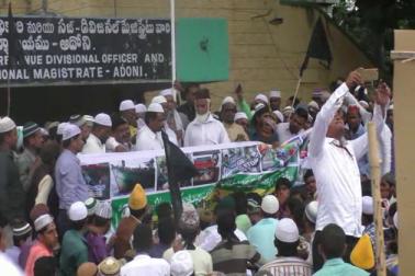 ادونی میں برما مظلومین کی حمایت میں سیاسی، سماجی شخصیات نے نکالی ریلی