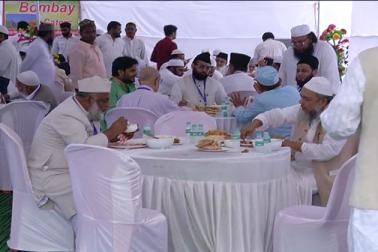 بھوپال میں منعقدہ آل انڈیا مسلم پرسنل لا بورڈ کے اجلاس میں قومی اتحاد کا بے مثال نمونہ دیکھا گیا۔ بورڈ کے اجلاس میں شرکت کرنے کے لئے علمائے دین اور دانشوروں کو لانے لے جانے اور کھانے کے انتظامات کو ہندو بھائیوں نے انجام دیا۔