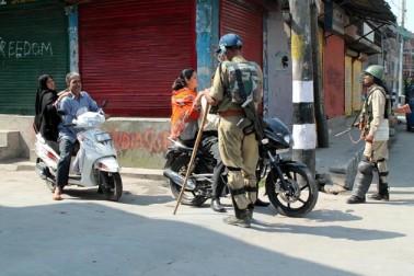 سرکاری ذرائع کے مطابق اگرچہ قصبہ میں کسی بھی طرح کی پابندیاں نافذ نہیں کی گئی ہیں، تاہم امن وامان کی صورتحال کو بنائے رکھنے کے لئے سیکورٹی فورسز کی اضافی نفری تعینات کی گئی ہے۔