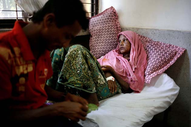 خیال رہے کہبنگلہ دیش کی وزیر اعظم شیخ حسینہ اقوام متحدہ کی 72ویں سیشن میں شرکت کیلئے نیویارک روانہ ہوچکی ہیں ، جہاں انہوں نے اقوام متحدہ میں روہنگیا  کے بحران کے ایشو کو اٹھانے کا منصوبہ بنارکھا ہے ۔