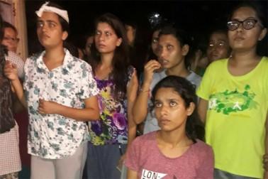 بی ایچ یو میں طالبات پر لاٹھی چارج کے بعد احاطہ میں کشیدگی ، پولیس چھاونی میں تبدیل ہوا کیمپس