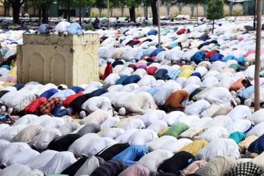 لکھنو میں نماز عید الاضحی کا ایک منظر