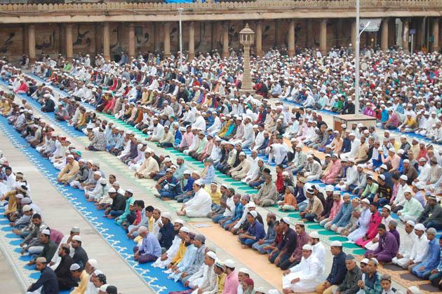 احمد آباد میں نماز عید الاضحی کا ایک منظر