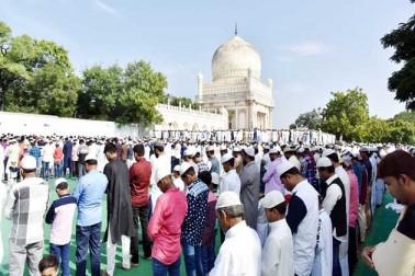 حیدرآباد میں نماز عید الاضحی کا ایک منظر