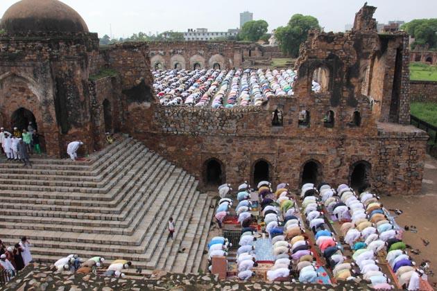 دہلی میں شاہی جامع مسجد، جامعہ ملیہ اسلامیہ، شاہی عیدگاہ،اوقاف اہل حدیث [موری گیٹ]، جامعہ اسلامیہ سنابل، درگاہ شاہ مرداں اور عیدگاہ جعفر آباد کے علاوہ کئی علاقوں کی مساجد اور عیدگاہوں میں فرزندان توحید نے کثیر تعداد میں دوگانے ادا کئے۔