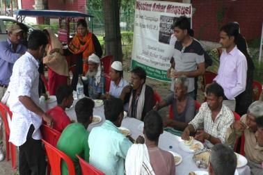 اسی مہم کے ذریعہ شروع ہوئی دو روٹی کیمپین اب علی گڑھ پہنچ گئی ہے، جس میں علی گڑھ مسلم یونیورسٹی کے طلبہ اور دیگر سماجی تنظیموں سے وابستہ نمائندہ لوگوں نے بڑھ چڑھ کر حصہ لیا اور اس کو علی گڑھ میں چلانے کے عزم کا اظہار کیا۔