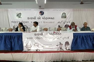 نفرت کے اس دور میں ' كاروانِ محبت ' پہنچا احمدآباد، کیا گیا شاندار استقبال