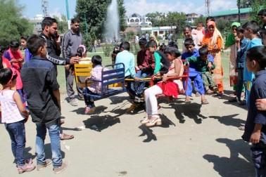 گلمرگ سے موصولہ ایک رپورٹ کے مطابق وہاں گذشتہ تین دنوں کے دوران مقامی لوگوں کا بھاری رش دیکھا گیا۔