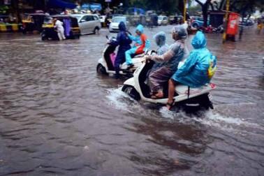 ممبئی میں بھاری بارش: اسکول بند، 11 ٹرینیں منسوخ ، 56 پروازیں ڈائیورٹ