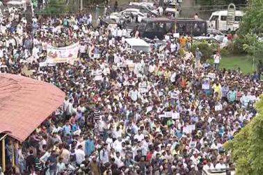 بلگام کے مسلمانوں نے برما میں روہنگیا مسلمانوں پر ظلم و بربریت کی پُرزور مذمت کرتے ہوئے احتجاج کیا ـ ۔ احتجاجیوں نے شہر کے فورٹ روڈ سے ضلع کلکٹر کے دفتر تک ریلی نکالی اور ضلع کمشنر کے ذریعہ مرکزی حکومت کو عرضداشت پیش کی ۔