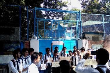 جموں و کشمیر کے سری نگر میں روہنگیا مسلمانوں کے قتل عام کے خلاف احتجاج کا ایک منظر ۔