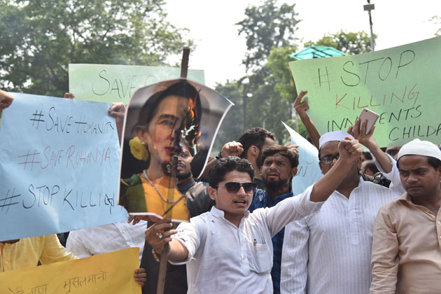 علی گڑھ میں اے ایم یو کیمپس میں روہنگیا مسلمانوں کے قتل عام کے خلاف احتجاج کا ایک منظر ۔