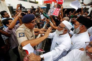 ہندوستان کے کولکاتہ میں روہنگیا مسلمانوں کے قتل عام کے خلاف احتجاج کا ایک منظر ۔