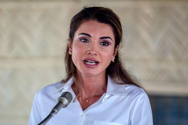 عمان میں شاہی دیوان نے اپنے ایک بیان میں کہا ہے کہ ملکہ رانیا نے گزشتہ روز بنگلہ دیش میں کوکس بازار علاقہ میں واقع ' کوتوبالونگ' پناہ گزیں کیمپ کا دورہ کیا۔