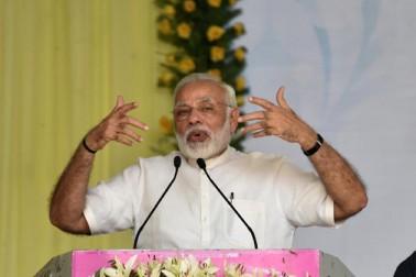 وزیر اعظم نے کہا کہ عالمی معیار کا بننے کے لئے منتخب بیس یونیورسٹیاں حکومت کے کنٹرول سے آزاد رہیں گی۔ ان یونیورسٹیوں کا انتخاب وزیر اعظم اور وزیر اعلی کی سفارش سے نہیں ہوگا بلکہ اس کے لئے یونیورسٹیوں کو مسابقت کرکے اپنے چیلنج کو ثابت کرنا ہوگا۔ جب کہ ایسی یونیورسٹیوں کا روڈ میپ بھی دیکھا جائے گا۔ انہوں نے کہا کہ اس میں ریاستی حکومتوں کی بھی ذمہ داری ہوگی۔