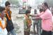 علی گڑھ میں کھلے میں حاجت والوں کو مالا پہنا مٹھائی کھلا کر گندگی نہ کرنے کی گزارش