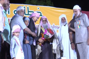 ان کا کہنا تھا کہ علما کی مصلحت پسندی کی وجہ سے اسلام کئی چہروں میں بٹ چکا ہے۔