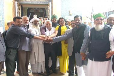 بنگلورو میں شیعہ - سنی اتحاد کی نظر آئی خوبصورت مثال ، دونوں نے ساتھ ادا کی نمازظہر