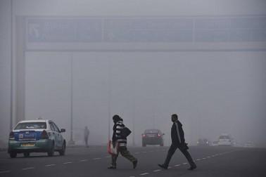 بورڈ کے مطابق، ابھی یہ صورت حال کچھ دنوں تک بنی رہے گی۔ خاص بات یہ ہے کہ آلودہ ہوا کی وجہ سے لوگوں کو سانس لینے میں پریشانی ہو رہی ہے۔ کچھ لوگ آنکھوں میں جلن کی بھی شکایت کر رہے ہیں۔