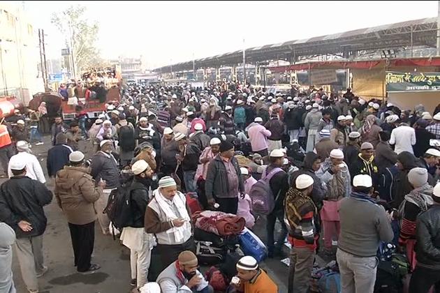 مدھیہ پردیش کے بھوپال میںسہ روزہ عالمی تبلیغی اجتماع کا آج دوسرا دن ہے ۔ در س قران کے ساتھ شروع ہوئے عالمی تبلیغی اجتماع میں ملک و بیرون ملک سے جماعتوں کے آنے کا سلسلہ جاری ہے اور اب تک ساڑھے چھ لاکھ سے زیادہ فرزندان توحید بھوپال پہنچ چکے ہیں۔