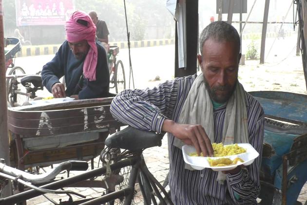 ویسے جنوبی ہندوستان میں کافی اضلاع میں اس طرح غریبوں کو کھانا کھلانے کی مہم کئی تنظیموں اور شخصیتوں نے چلا رکھی ہے جو روزانہ یا ہفتہ میں کھانا کھلانے کا انتظام کرتے ہیں ۔