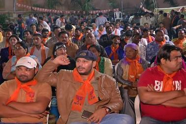 گجرات میں پانچ سو مسلمان بی جے پی میں شامل، زعفرانی رنگ میں رنگے