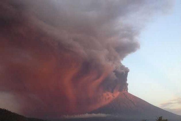 بالی آتش فشاں فعال، 40 ہزارافراد کی نقل مکانی، سینکڑوں پروازیں رد