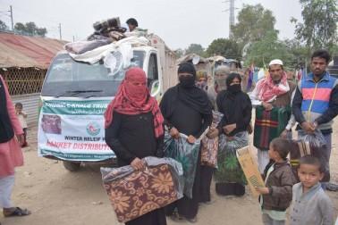 دہلی میں ٹھنڈ کی آمد ، خدمت خلق ٹرسٹ انڈیا کی جانب سے  مظلوم و مجبور برمی مہاجرین میں کمبل تقسیم