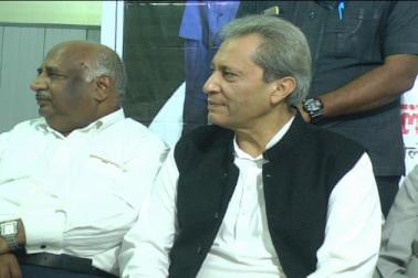 الہ آباد میں منعقدہ مسلم وکلا کے کنونشن کی صدارت سابق مرکزی وزیر سلیم شیروانی نے کی ۔