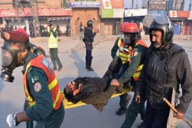 اب تک سات افراد ہلاک ہوئے ہیں۔ ان میں سے چھ افراد راولپنڈی جبکہ ایک شخص پنڈی بھٹیاں میں ہلاک ہوا ہے۔(تصویر :گیٹی امیجز) ۔