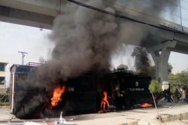کراچی یونیورسٹی کے وائس چانسلر نے شہر کی صورتحال کے باعث کل ہونے والے تمام پرچے ملتوی کردیے۔ (تصویر :گیٹی امیجز) ۔