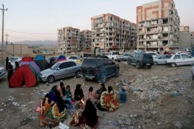 ایران اور عراق میں کل دیر رات آئے زبردست زلزلہ میں کم از کم 210 افراد ہلاک ہو گئے۔ ایران کے نیشنل ڈیزاسٹر مینجمنٹ کے ترجمان بهنم سعیدی نے سرکاری ٹیلی ویژن پر بتایا کہ عراق میں آئے 7.3 شدت والے زلزلہ کے جھٹکے ایران کے سرحدی علاقوں میں بھی محسوس کئے گئے اور اس سے کئی دیہات میں شدید تباہی ہوئی ہے۔  (تصویر : ای پی اے)۔