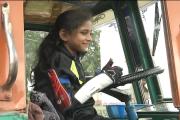 بنگلورو: سات سالہ رفاہ تسکین نے 10 پہیوں کی لاری سمیت مختلف کاریں چلاکر
