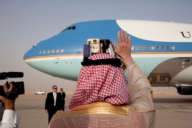 ولی عہد محمد بن سلمان نے بڑے پیمانے پر اقتصادی ترقی اور سماجی اصلاح کا کام شروع کیا ، جس کا مقصد سعودی عرب کے تیل پر انحصار کو کم کرنا تھا ۔ محمد بن سلمان نے ویزن 2030 نام سے ملک میں کئی منصوبے شروع کئے ، جس کے تحت 2020 تک سعودی عرب کا تیل پر انحصار ختم ہوجائے گا۔ اس سے یہ صاف ظاہر ہوتا ہے کہ محمد بن سلمان اپنے ویزن کو لے کر پوری طرح مطمئن ہیں اور جو کوئی ان کی راہ میں روکاوٹ بنے گا ، اسے راستے سے ہٹادیا جائے گا۔